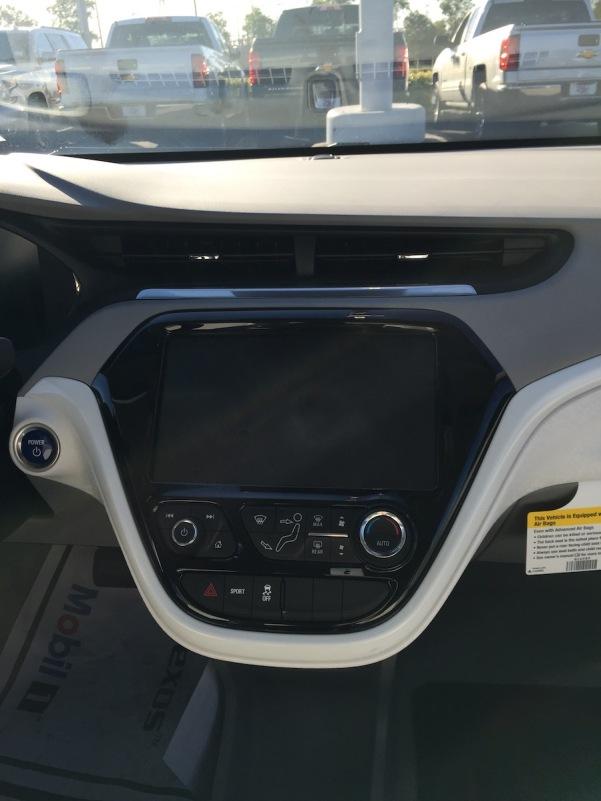 Chevrolet_Bolt_Dealer_11
