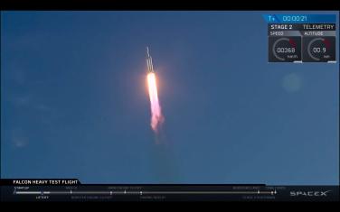 SpaceX_Falcon_Heavy_03