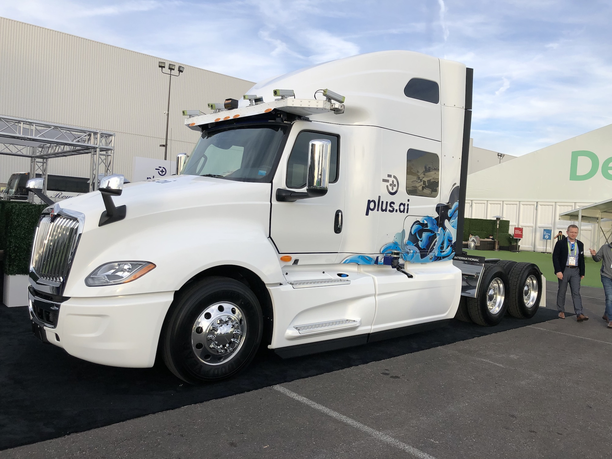 Self-Driving Trucks At CES – The Last Driver License