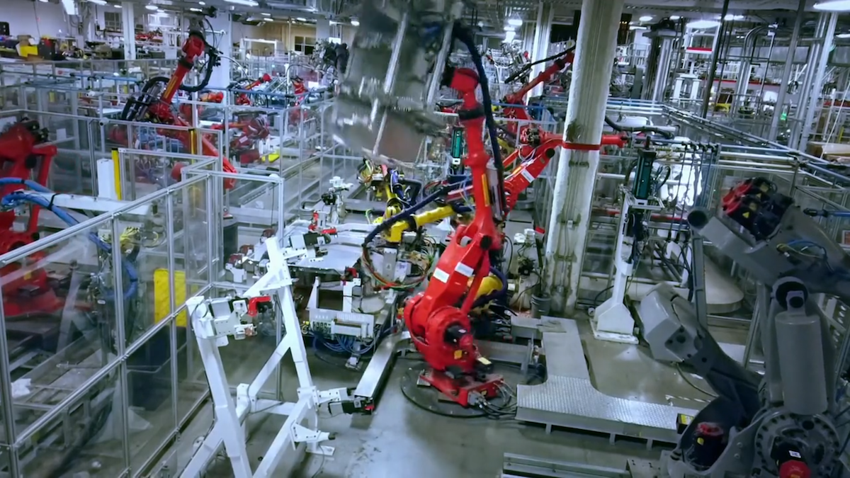 A View Inside Tesla S Gigafactory Video The Last Driver License Holder